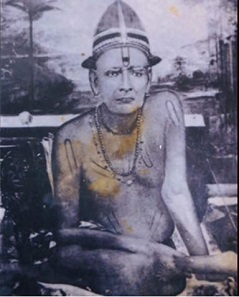 Original photo: Swami sitting by himself. This is the most latest and probably the LAST original photo of Swami Samarth. Sometime after 1875.